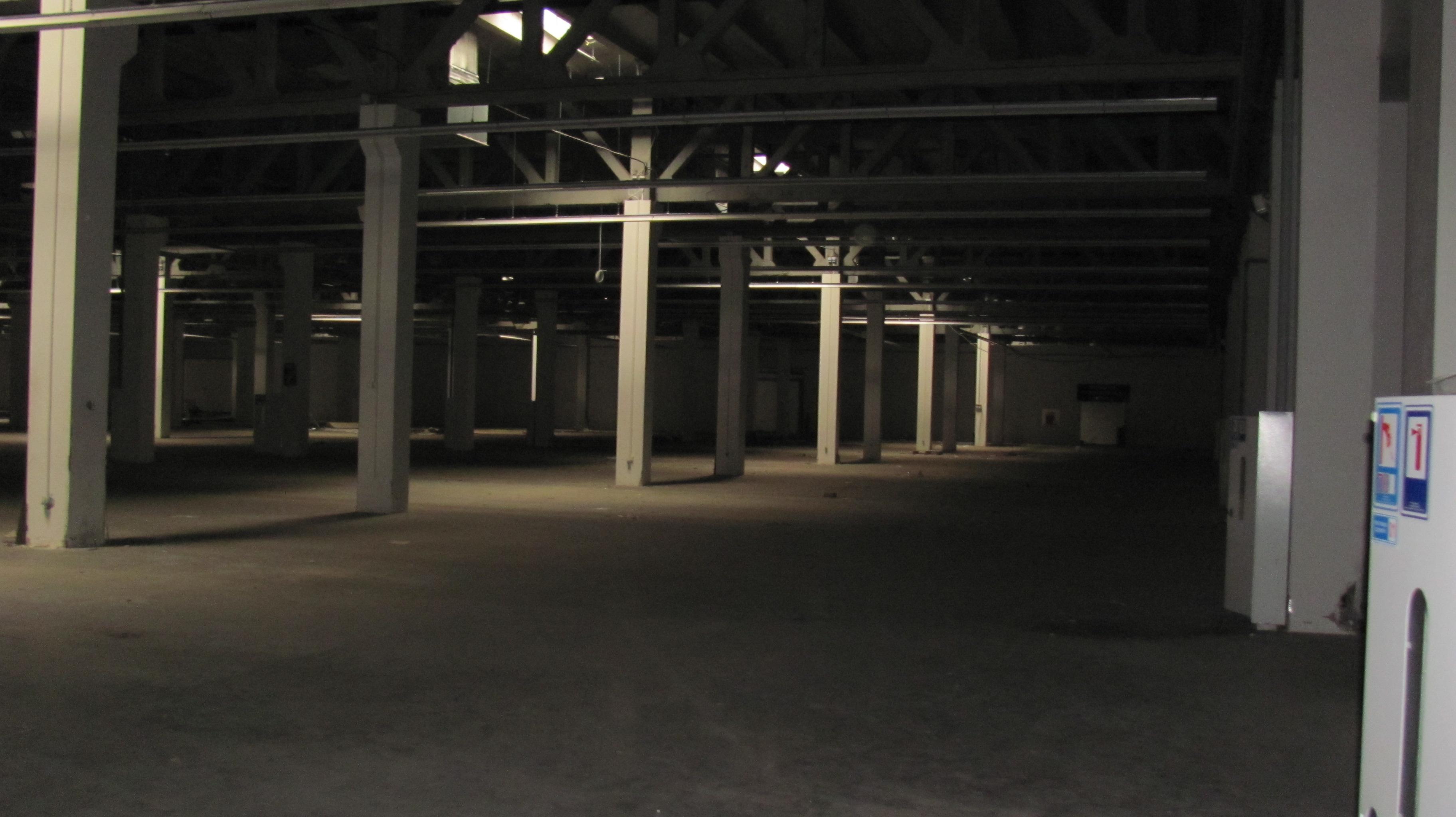 Нежитлове приміщення в м. Черкаси, проспект Хіміків, буд. 74, загальною площею 12 244,2 кв. м