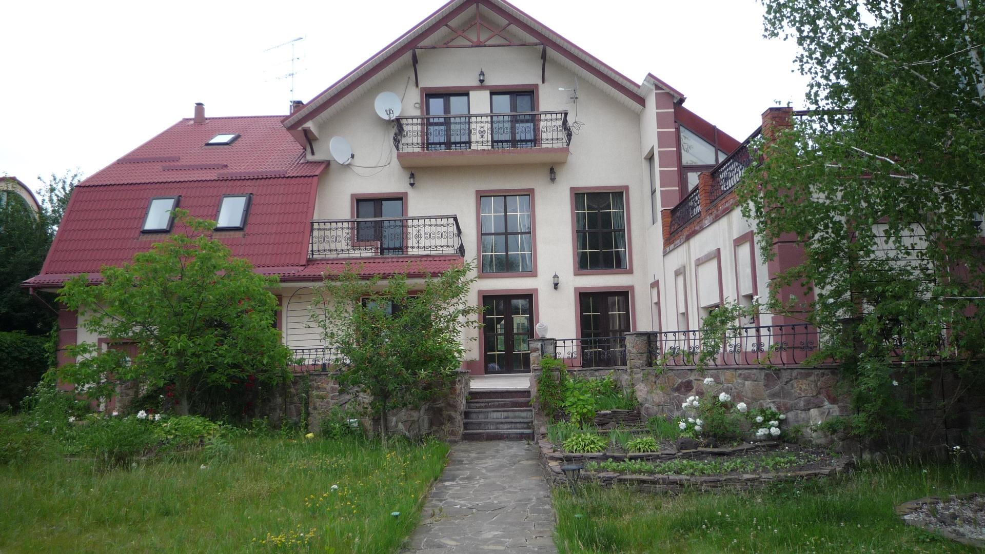 Житловий будинок площею 818,1 кв. м смт. Козин